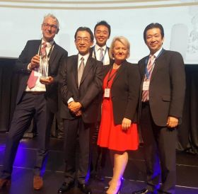 Alan Sparling (ASM) holds ATW Airline of the year award 2018. Pictured with ANA CEO Yuji Hirako and the ANA team