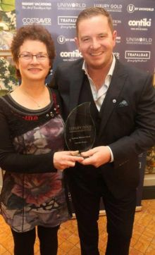 Maura Fahy (MD Fahy Travel) receiving her award from Brian Hynes (TTC)