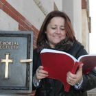 Paula Cross (Platinum Travel) examining the memorial register