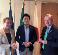 HE Anne Barrington, Irish Ambassador to Japan, Takushi Ueda (Club Tourism Inc) and Niall Gibbons (CEO Tourism Ireland)