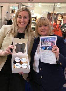 Aoife Gregg-Anderson from United blitzing the agent's with cupcakes and updates about the fantastic prizes for the  United Airlines & Choose Chicago Trade November Incentive.