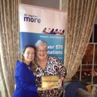 Martina Migliarina (Country Manager United Airlines) with winner Teresa South (Creation Travel)