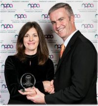 Charlotte Brenner (Marketing Manager TUI Ireland) receives the award.