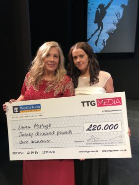 Emma McHugh (Atlantic Travel Worldchoice) receives her prize