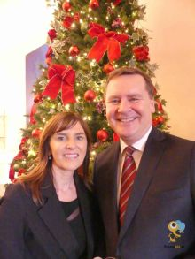 Jackie Herssens (Hayes & Jarvis) with Enda Corneille (Country Manager Emirates Ireland)