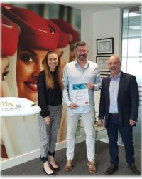 Lisa Rabbitte (Emirates) and Brian McCarthy (Island Marketing) presenting Ian with his prize.