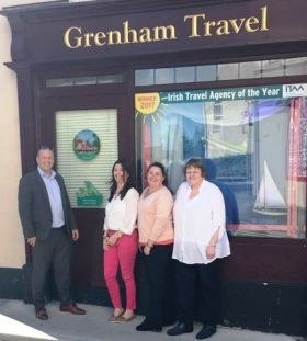 Ivan Beacom (Aer Lingus) presents Grenham Travel with their €100 one4all voucher