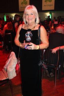 Jacinta Mc Glynn (Travelbiz) with the Best Travel Media Travelbiz Award