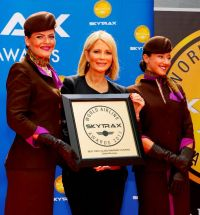 Linda Celestino (Etihad Airways Vice President Guest Experience Delivery) receives the Skytrax World Airline Award