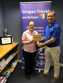 Avril McGrath receives United Airlines and Choose Chicago Prize from Brian (United Airlines)