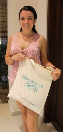 Michelle Webster (Skytours) bags a welcome to Crete