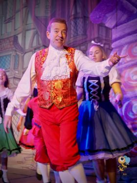 Sammy Sausages in full festive panto swing
